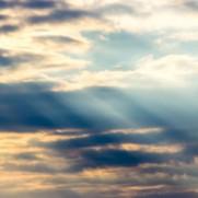 雲間からの光